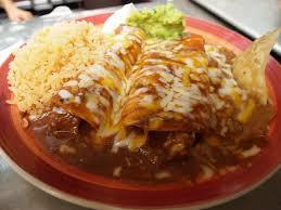Enchiladas Rancheras con lechuga