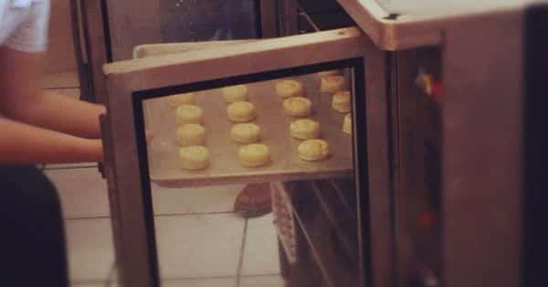 Receta de bisquets Mete las bandejas al horno