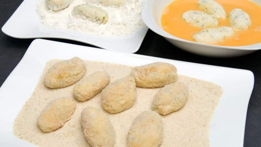 Receta de croquetas de pollo harina huevo y pan rallado