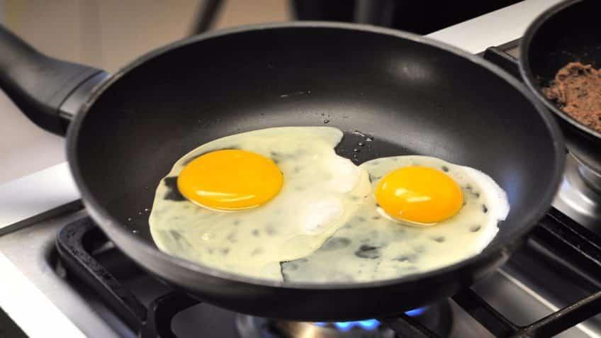 Receta de huevos rancheros fritar huevos