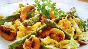 Receta de huevos revueltos con esparragos jamon y champiñones