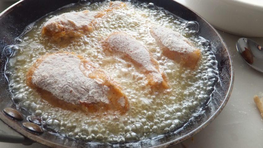 Receta de pollo frito freir las piezas de pollo