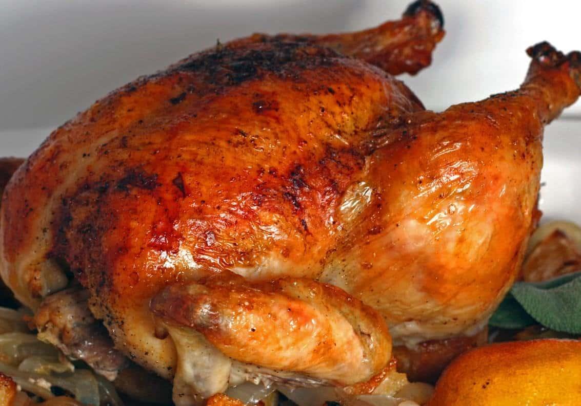 Receta de pollo horneado casero y f cil de hacer for Cocinar un pollo entero