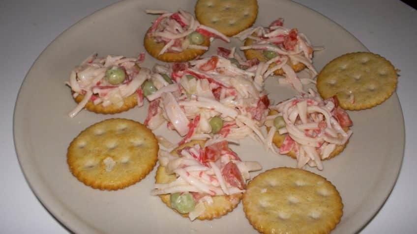 Receta de surimi Ensalada de surimi con galletas