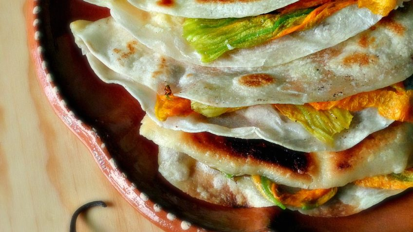 Receta de quesadillas de flor de calabaza Preparacion ultimo paso