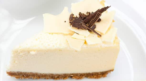 trozo de tarta de chocolate blanco