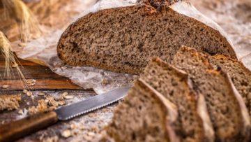 Pan negro glaseado con azucar