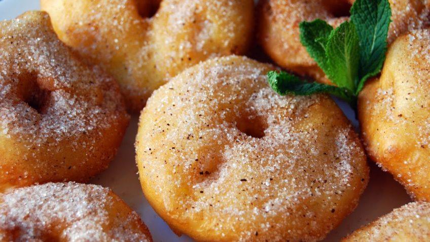 Esponjosos buñuelos de manzana