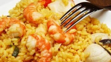 Preparar camarones con arroz