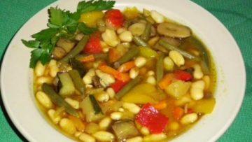 alubias con verduras y caldo