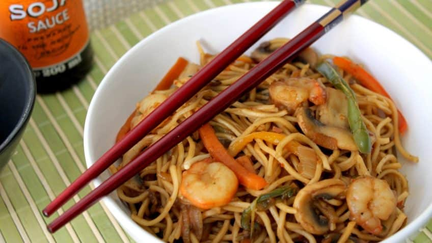 Fideos chinos con camarones