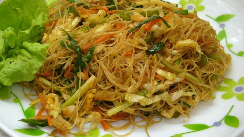 Fideos de arroz y vegetales