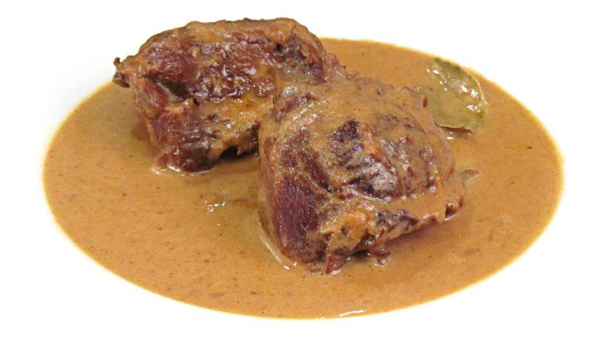 carrilleras guisadas de cerdo con salsa