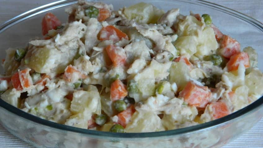 hacer ensalada de gallina