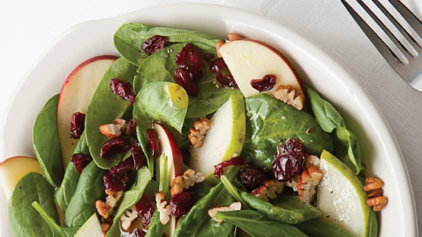 ingredientes de ensalada de espinacas y manzana