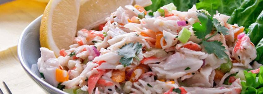 preparar una ensalada con cangrejo